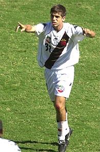 """A imagem """"http://www.netvasco.com.br/news/noticias12/arquivos/20010118juninho1gol.jpg"""" contém erros e não pode ser exibida."""