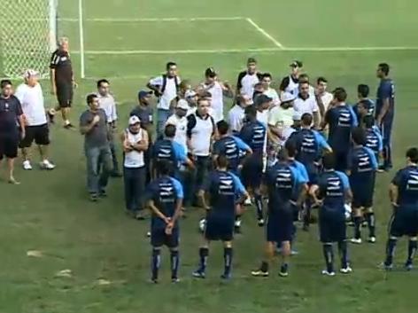 http://www.netvasco.com.br/news/noticias15/arquivos/20100525InvasaotorcidaSJ2.JPG