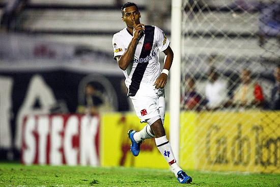 http://www.netvasco.com.br/news/noticias15/arquivos/images/20091013/21-20091013-elton.jpg