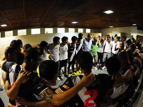 http://www.netvasco.com.br/news/noticias15/arquivos/images/20100213/06-20100213-vestiario.jpg