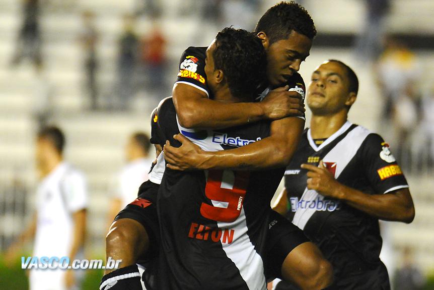 http://www.netvasco.com.br/news/noticias15/arquivos/images/20100331/08-20100331elton-rafelcarioca-dodo.jpg