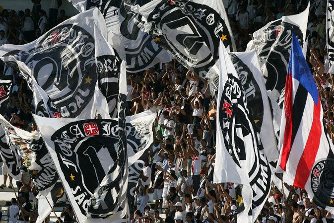 http://www.netvasco.com.br/news/noticias15/arquivos/images/20100421/06-20100421-torcida.JPG