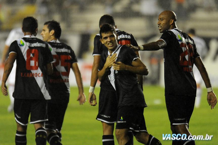http://www.netvasco.com.br/news/noticias16/arquivos/20100717-2227-10-jogadores-comemoram-gol-de-jonathan.jpg