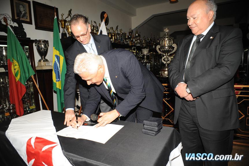 http://www.netvasco.com.br/news/noticias16/arquivos/20100721-0004-10-sao-januario-oficializado-como-sede-de-rugbi-nas-olimpiadas.jpg