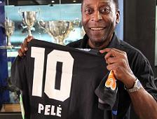 <b>Pelé ganha camisa personalizada do Vasco e avisa: 'Estou na torcida!'</b>