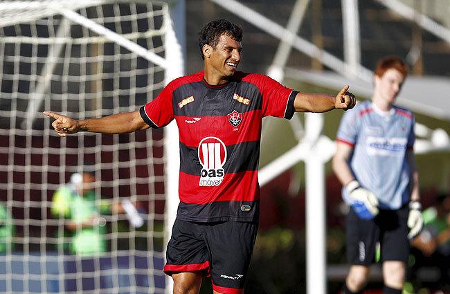 Dirigente do Goiás nega proposta do Flamengo por Neto Baiano