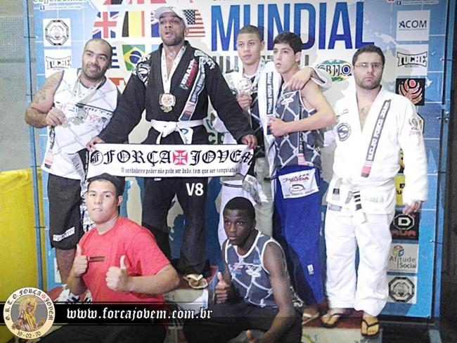 c79ab765a3 Atletas apoiados pela Força Jovem são campeões mundiais de jiu-jitsu ...