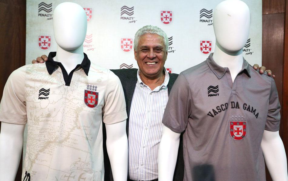 e190a94a1f4d3 Veja mais fotos do novo terceiro uniforme do Vasco