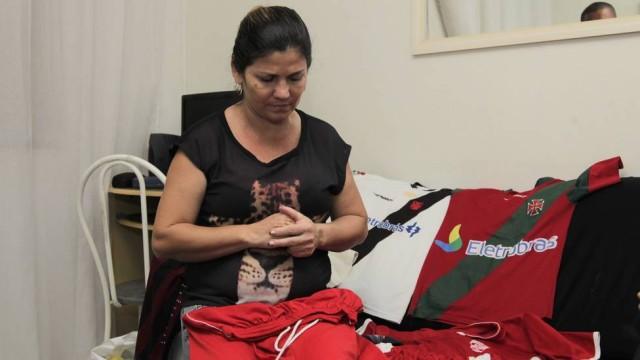 Avó de Kayo fala sobre o neto e mostra coleção de camisas do Vasco ... 4be3ad26440c0