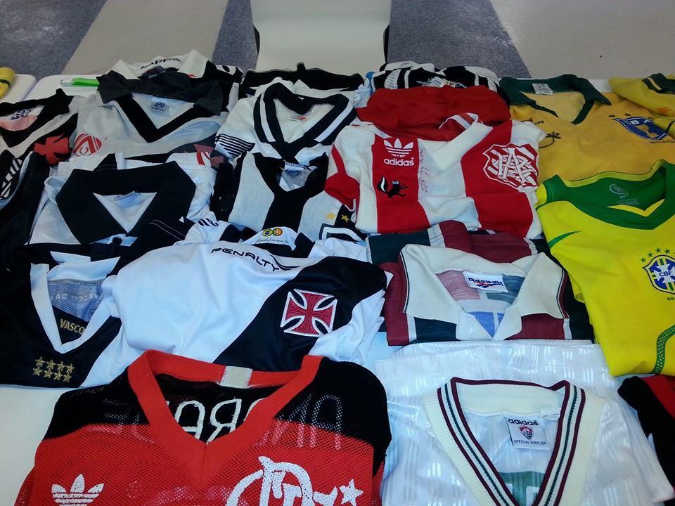 Encontro no Maracanã reuniu colecionadores de camisas raras - NETVASCO d3f018f3ec443