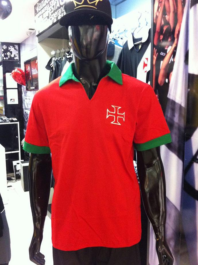 3f23cbe6e67c7 Camisa polo do Vasco em homenagem a Portugal já está à venda nas lojas