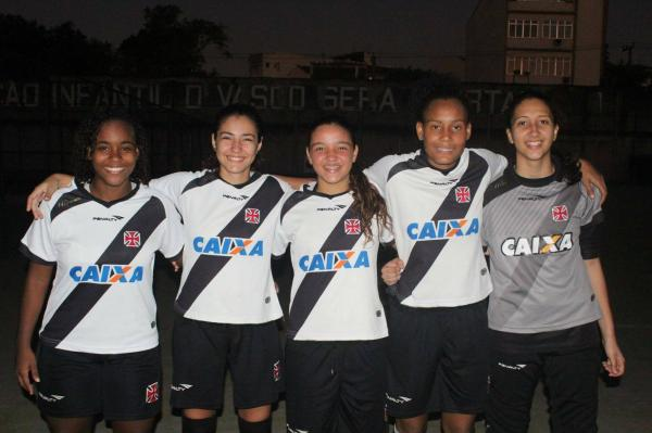 Juliana, Angelina, Estefani, Thayane e Jully