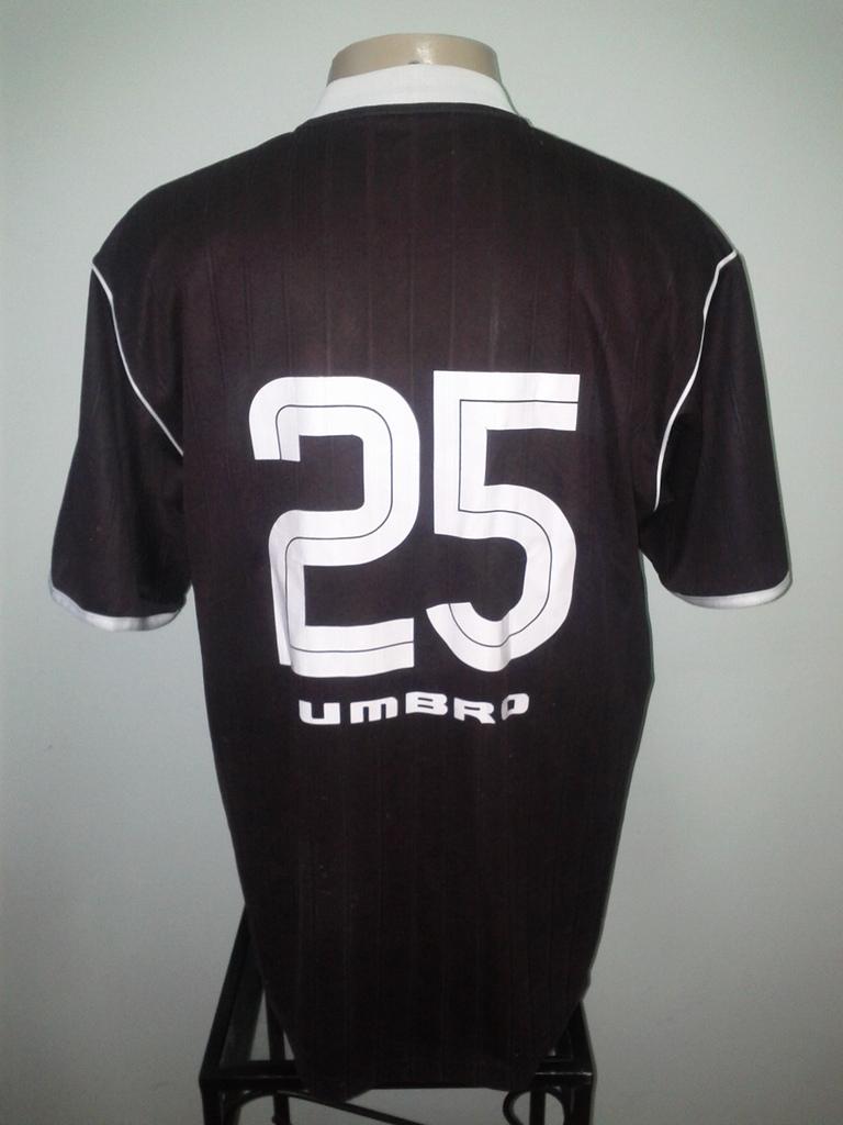 226f2f298f8cb Relembre camisas do Vasco fabricadas pela Umbro de 2002 a 2006 ...
