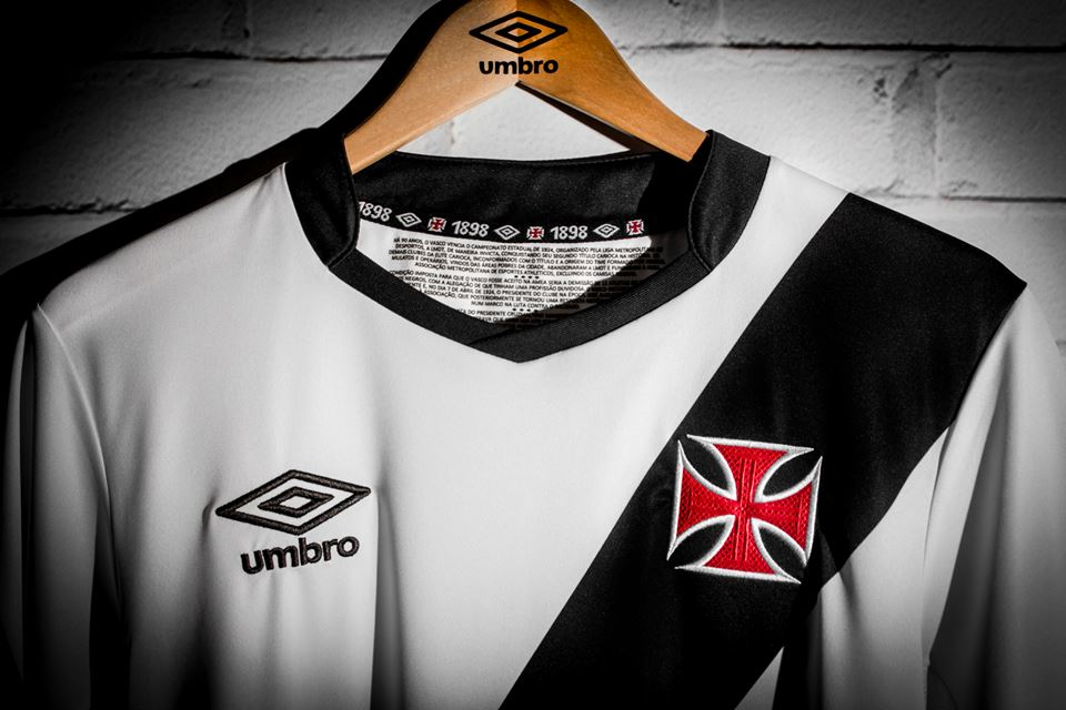 49020d485d Umbro apresenta galeria de fotos com as novas camisas do Vasco - NETVASCO