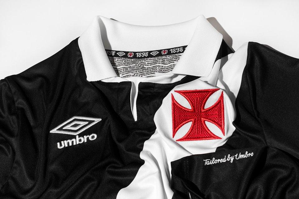 Vasco News - Vasco Minha Vida  Umbro apresenta galeria de fotos com as  novas camisas do Vasco 01db8b10ed2e7