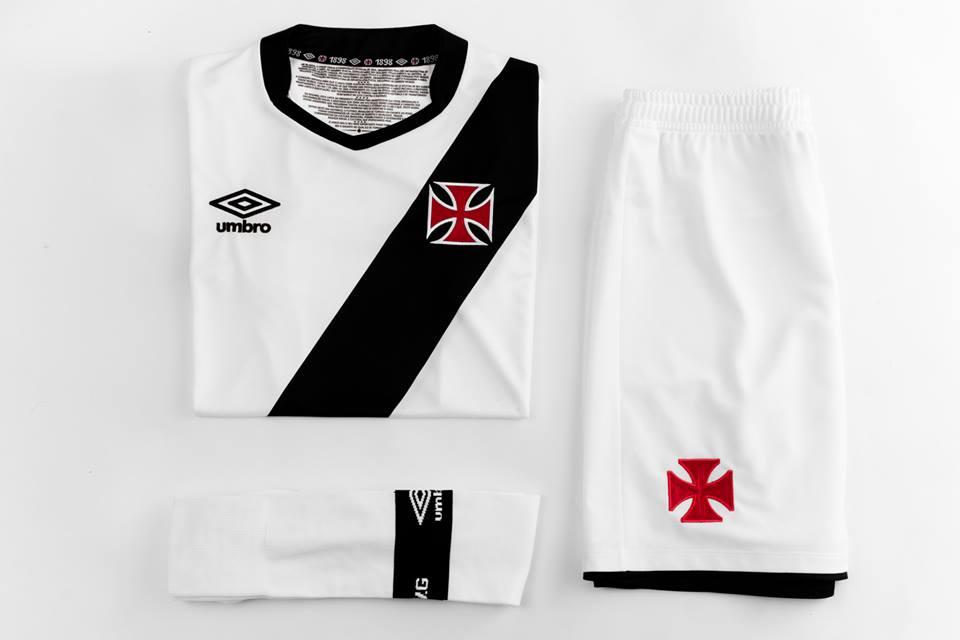 Umbro apresenta galeria de fotos com as novas camisas do Vasco ... bdc6e66118402