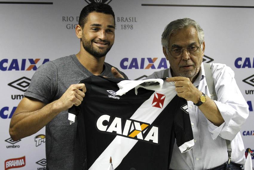289c362e5c Veja fotos da apresentação de Gilberto no Vasco - NETVASCO