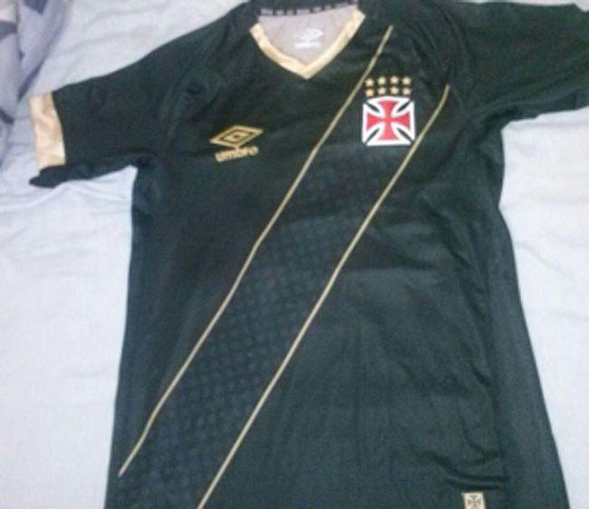 Vascaínos veem semelhanças entre a suposta nova camisa 3 do Vasco e ... 6afe9f256a2c4