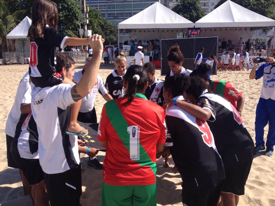 fab34af294 O time feminino de Beach Soccer do Vasco goleou o América por 7 a 1 na  manhã deste domingo (10 05) e conquistou o título da Copa Rio Marinha do  Brasil.
