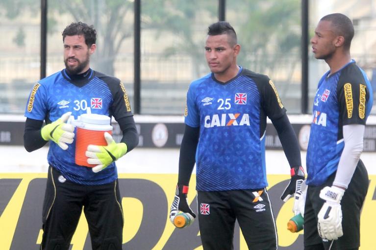 Gabriel Félix (centro) ao lado de Martín Silva e Jordi 6b3708df16e8c
