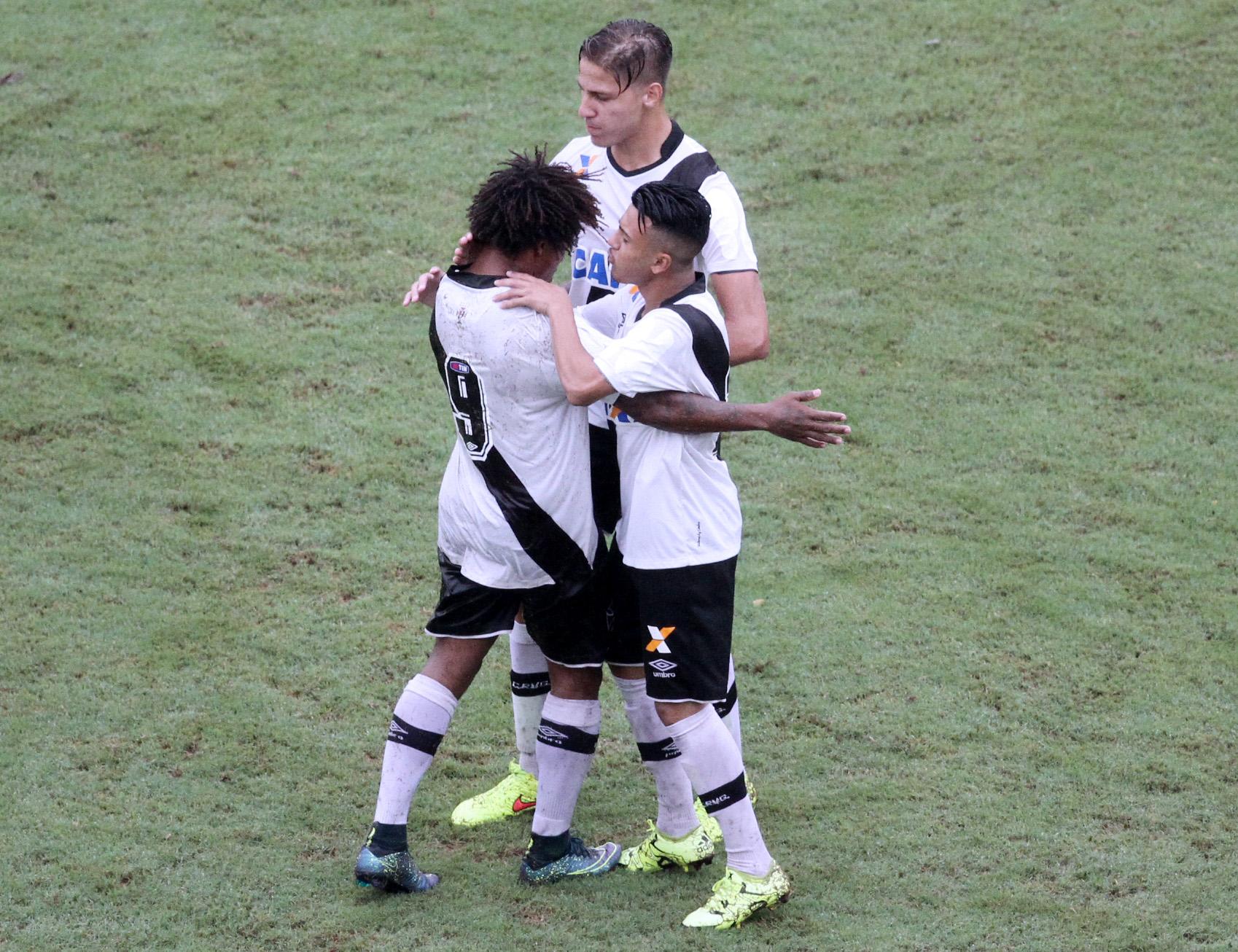 Juvenil  Vasco vence Urubu na Gávea por 1 a 0 no 1º jogo da decisão ... d579147b82604