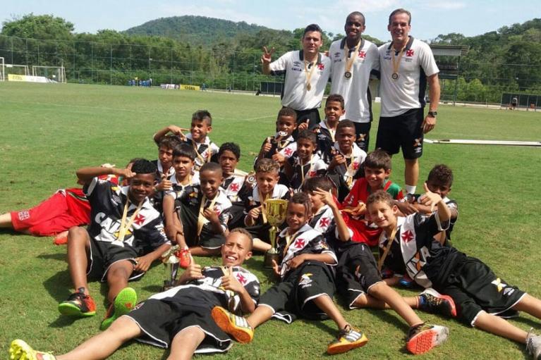 5d877f1aeb Pré-Mirim  Vasco é campeão do Festbolin nas categorias Sub-09 e Sub ...