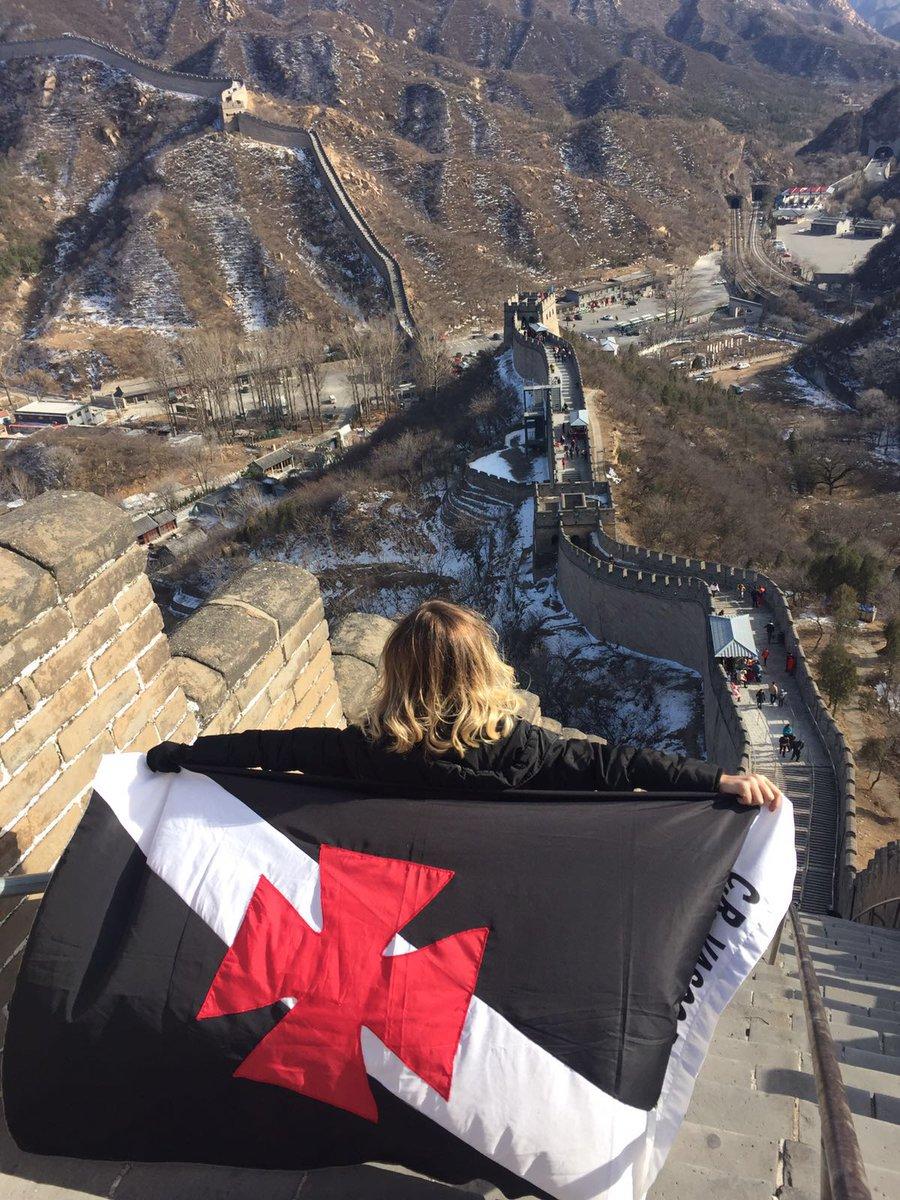 3614b08247 Torcedora publica bela foto com a bandeira do Vasco na Muralha da China -  NETVASCO