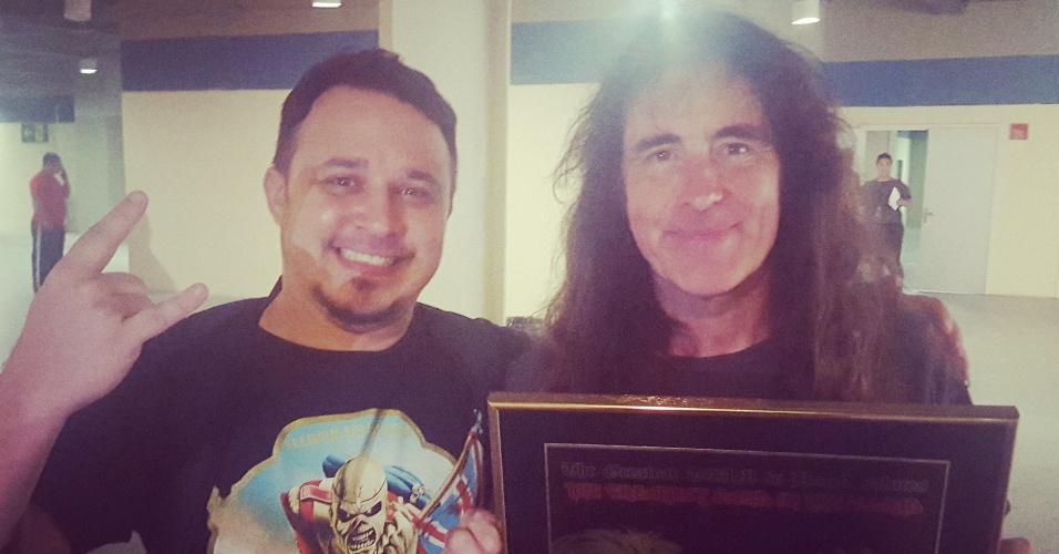 Steve Harris recebe placa em alusão a Vasco e ao Iron Maiden 10c48d9290b79