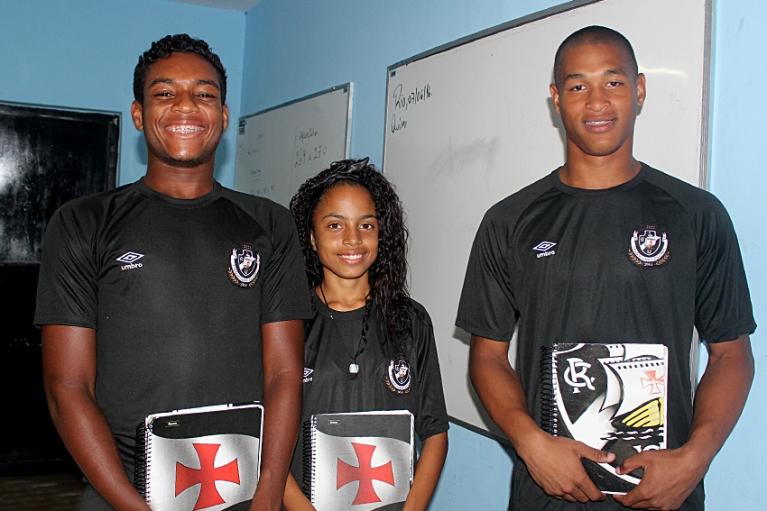 Alunos do Colégio Vasco da Gama estão de uniforme novo  confira ... 31fedfb65e57f