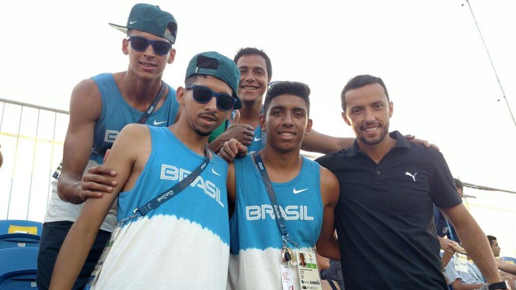 27f1202a7d8ff Brasil 2016  Brasil2016 Só craques na torcida pelo  Futebol5! Jogadores da  seleção de  Futebol7 com o jogador Nenê