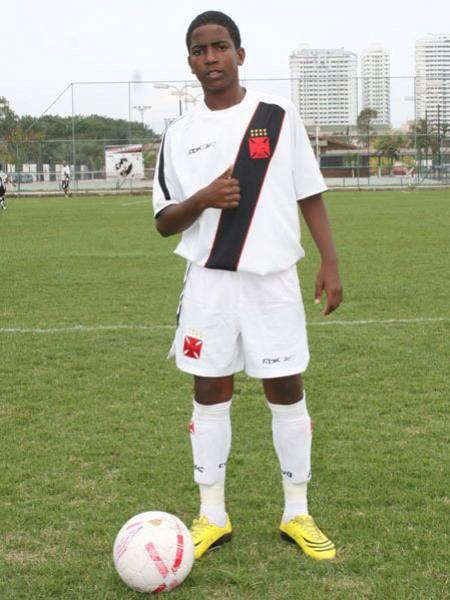 98f27d3130c11 Vasco divulga em rede social foto de Thalles ainda criança com uniforme  vascaíno - NETVASCO
