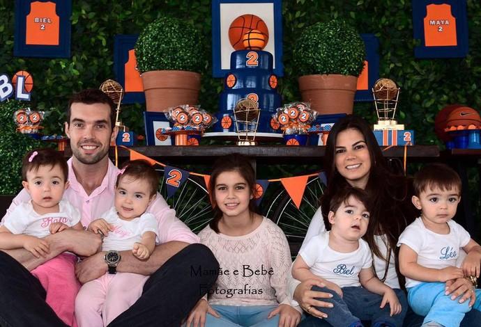 Basquete  Murilo fica longe da esposa e dos 5 filhos para jogar pelo ... ec98498c6d98e