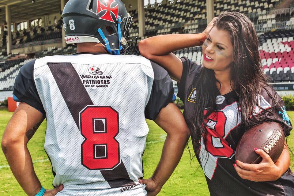 Futebol Americano  Jamila Sandora fez ensaio em São Januário com ... 1debbbdad5824