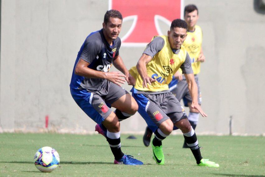 9a53a2b052 Veja foto de Jean e Gilberto treinando em São Januário - NETVASCO