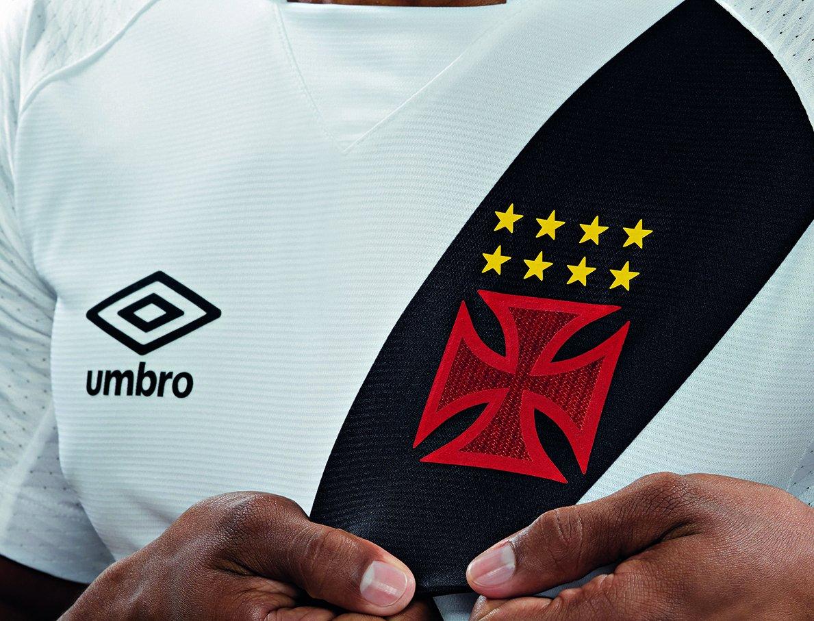 c022b71f247c3 Vasco apresenta oficialmente suas novas camisas 1 e 2  veja fotos ...