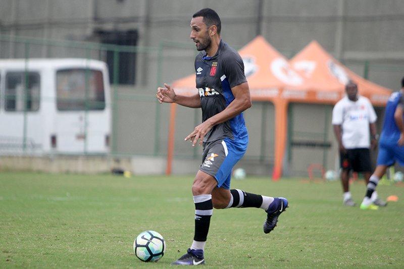 Veja fotos do treino do Vasco da manhã desta 5ª-feira em São ... a397af89908d2