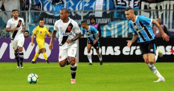 Manga ganhou oportunidade no time titular do Vasco contra o Grêmio