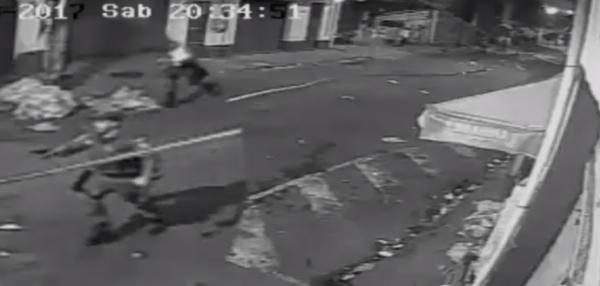 Policial com arma apontada nos arredores de São Januário