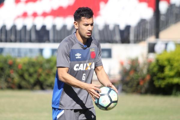 Andrés Rios já treina com o Vasco e pode fazer estreia no domingo, contra o Atlético-MG