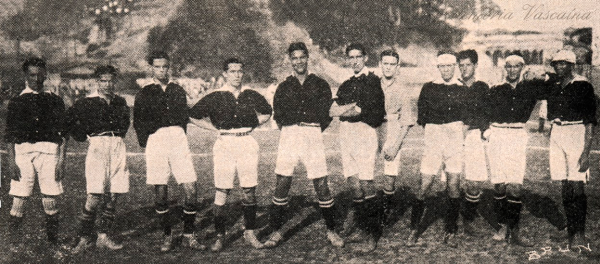 Vasco da Gama 3 - Boqueirão do Passeio 0, pela 2.ª Divisão do Campeonato Metropolitano De braços cruzados, o então futuro presidente Jayme Guedes (1945/1946)