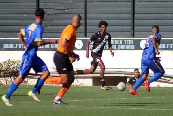 Talles voltou a ser decisivo para a equipe sub-15 do Vasco c579c67690a10