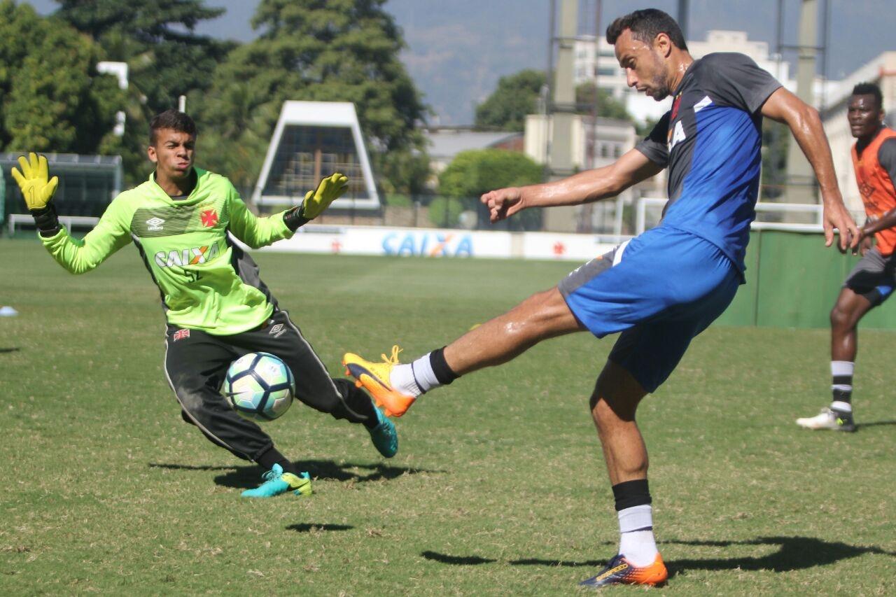 0fd6b30ede Infantil  Goleiro Cadu comemora convocação para a Seleção Brasileira ...