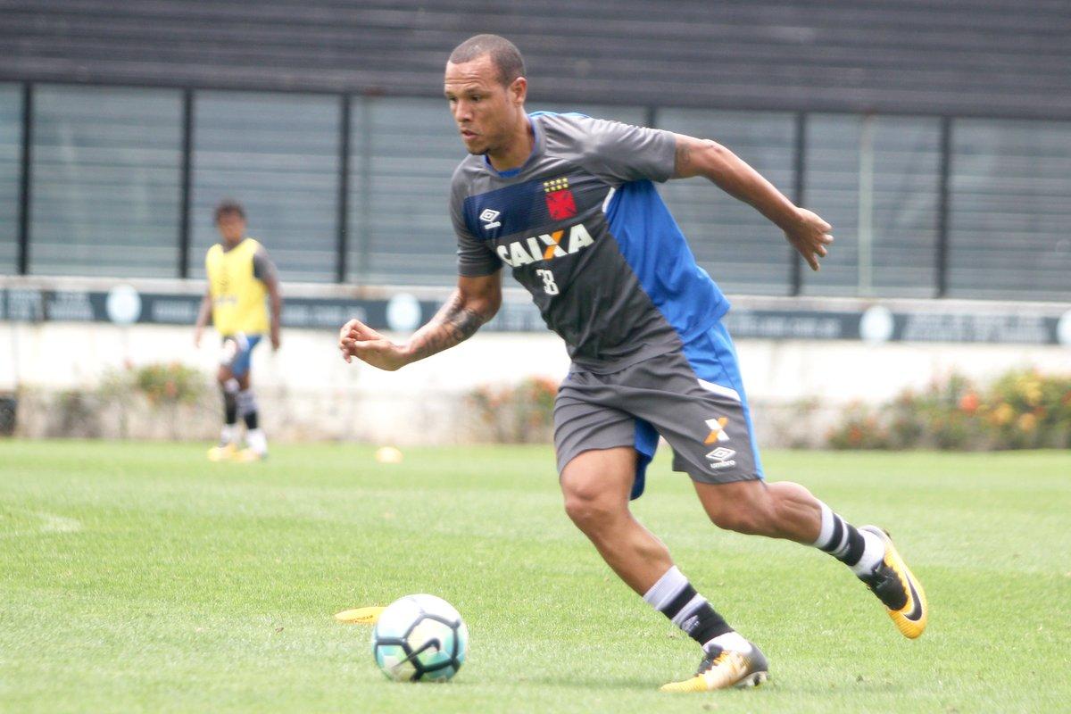 Luis Fabiano voltou a treinar com o elenco nesta última quarta-feira 1479deb7c453a