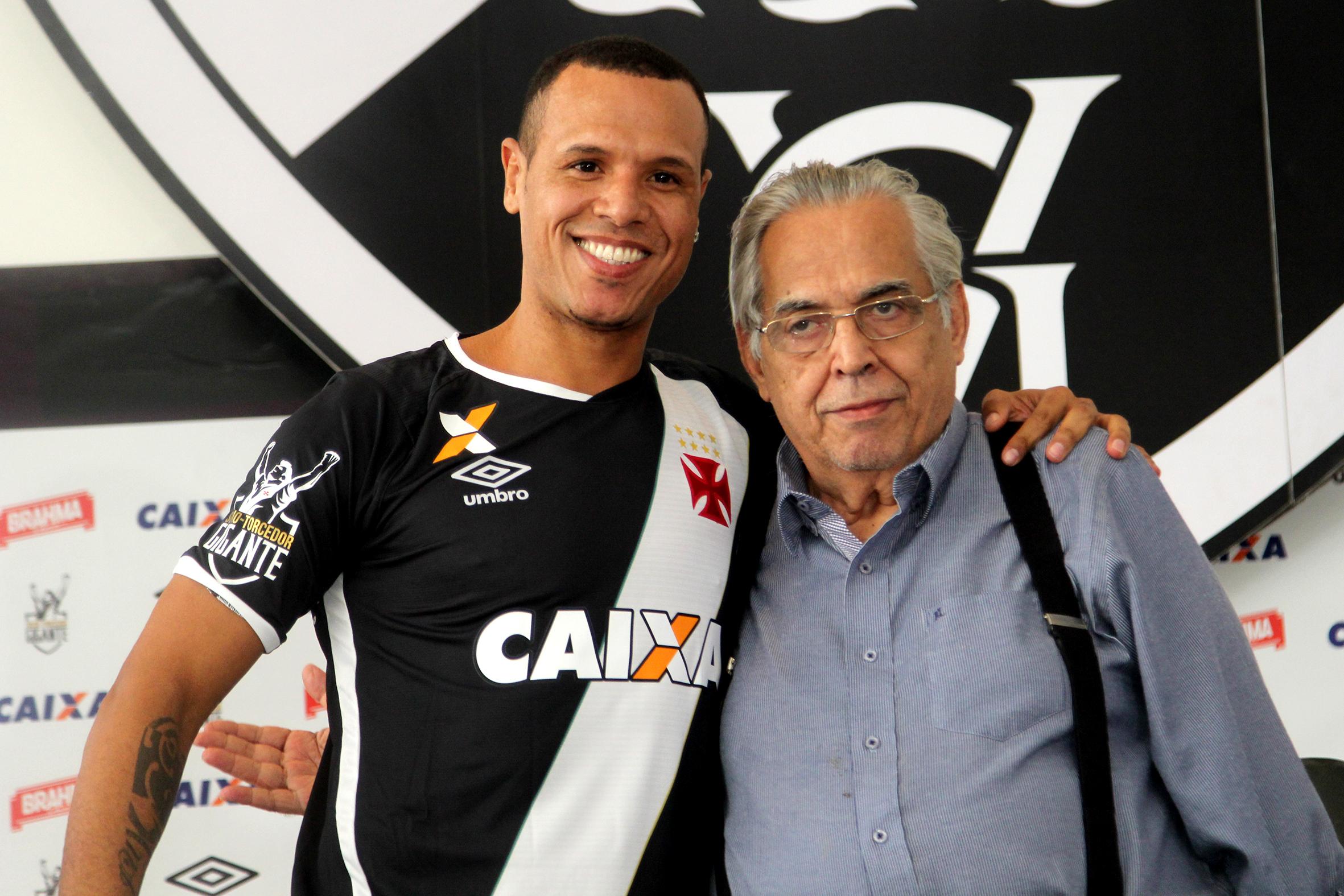 702d1959f9 Luis Fabiano é apresentado como novo reforço do Vasco (21 02)