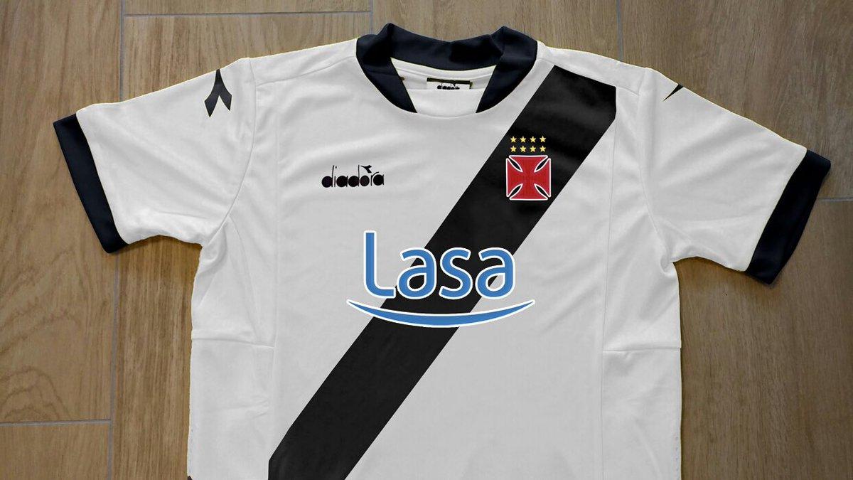 57029efac5 Imagem de suposta camisa da Diadora, que estreará hoje, circula na  internet. O que acharam?