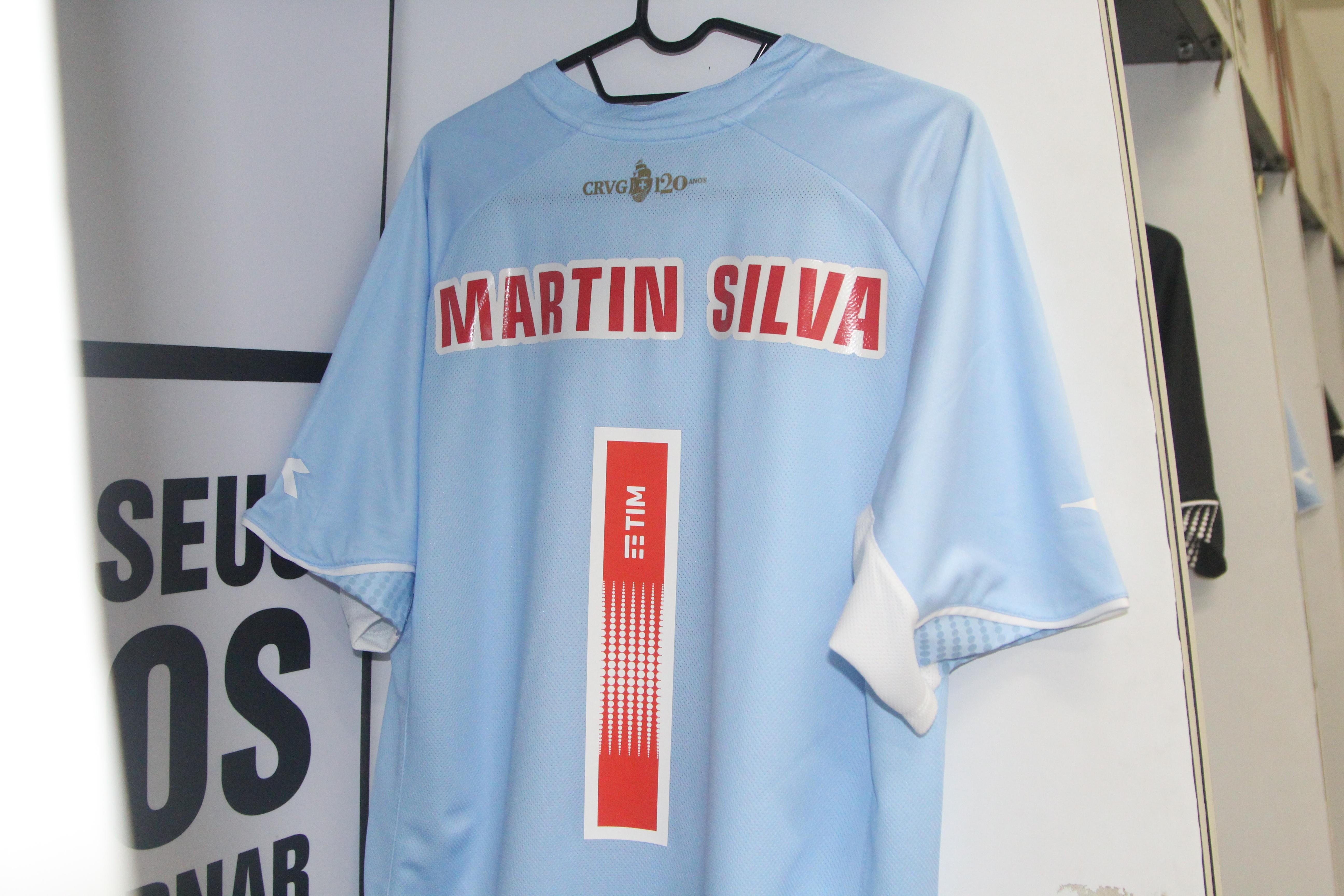 76cac91f1f4f0 Vasco estreia neste sábado a camisa preta  Martín Silva vai jogar de ...