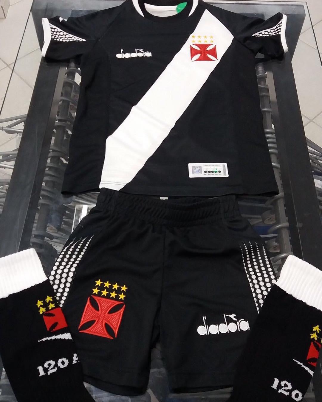 8bc6b32ede Veja uniforme infantil do Vasco lançado pela Diadora