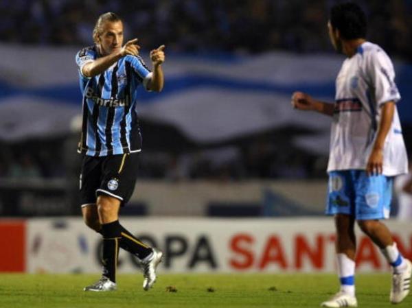 Pelo Grêmio, foram 41 jogos, 17 gols e sete assistências no ano de 2009
