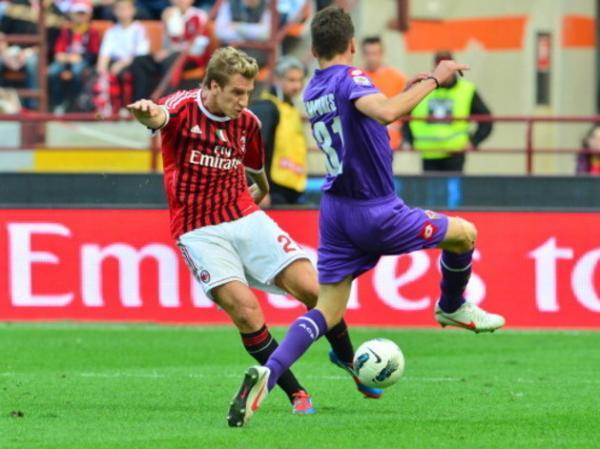 A boa passagem no Catania que o credenciou a chegar no Milan por empréstimo, onde não foi bem: só 11 partidas, duas bolas na reda e dois passes para gol