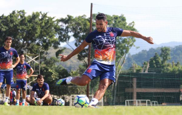 Andrés Ríos treinando cobrança de pênalti pela manhã